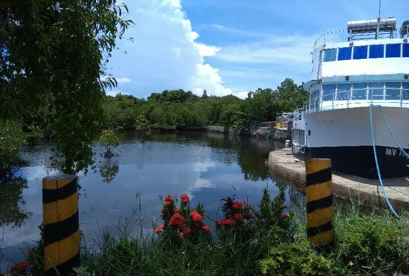 船を改造したホテル「マリーナ・デ・ベイ リゾート&スパ(Marina de Bay Resort and Spa)」