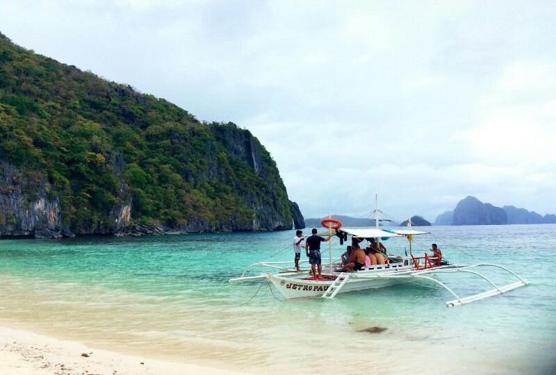 エルニドに来たら欠かせない、絶景の島々を巡るアクティビティ、アイランドホッピングツアー