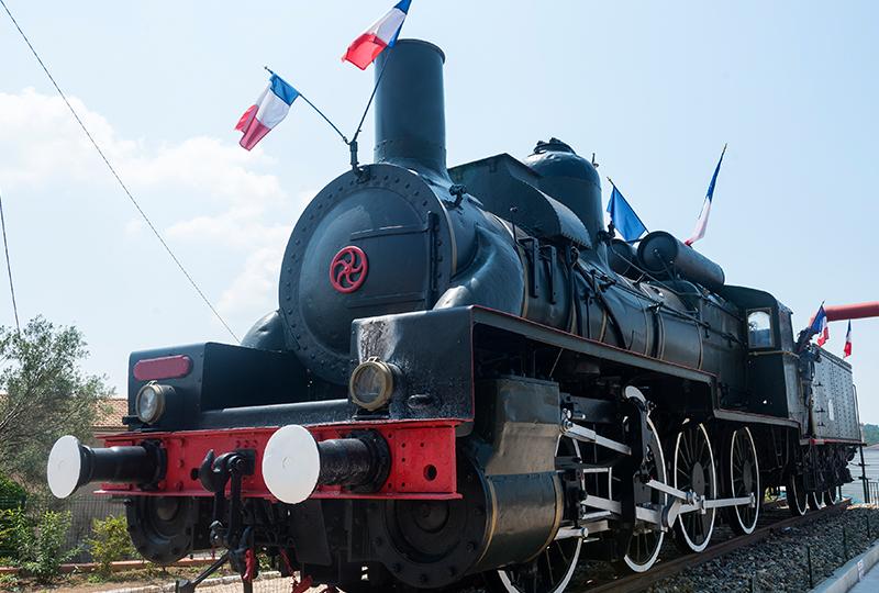 ピュジェ=テニエとアノの区間では、日曜日に蒸気機関車が運行