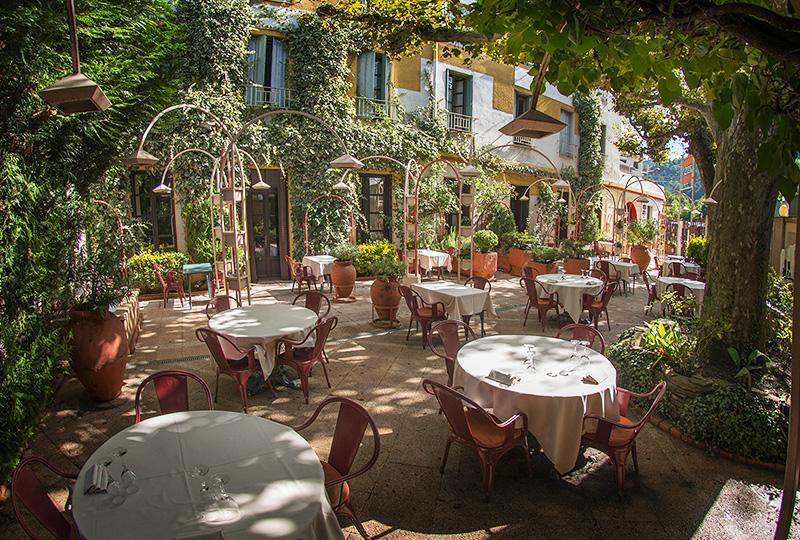 17世紀に修道院だった建物を改装した4つ星ホテル「ル・グラン・パリ」