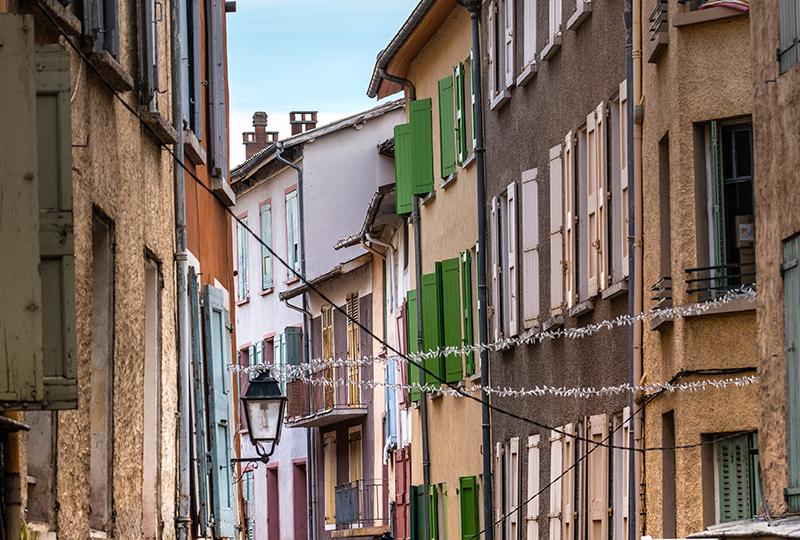 ヴィクトル・ユーゴーの小説『レ・ミゼラブル』冒頭に登場する場所としても有名なディーニュ=レ=バン