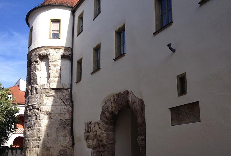 石造りの城壁の主要門ポルタ・プレトリア