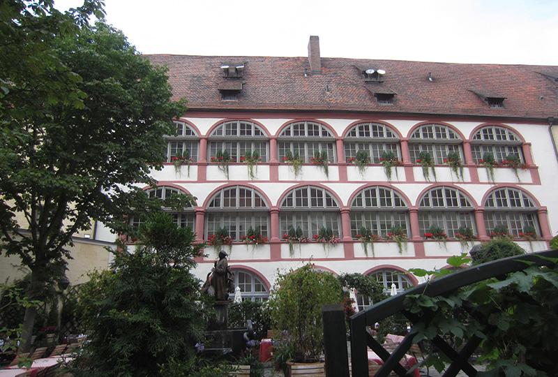 「ホテル・ビッショフスホフ・アム・ドム」の中庭