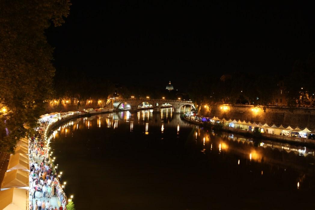 地元ローマの人々が集う夏のイベント「ルンゴ・イル・テヴェレ・ローマ」