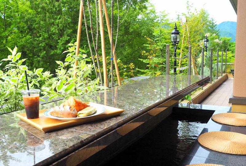 定山渓温泉を気軽に楽しめる「足湯テラス」