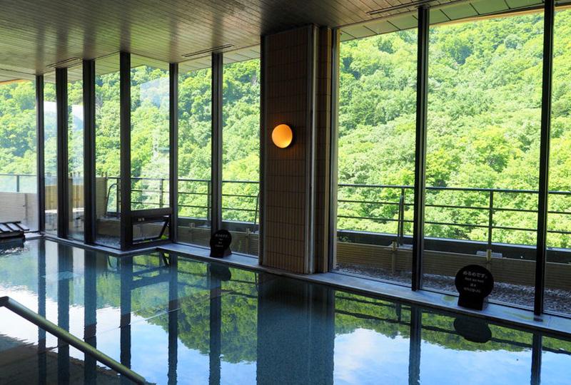 定山渓温泉でおすすめのホテル「花もみじ」の展望浴場