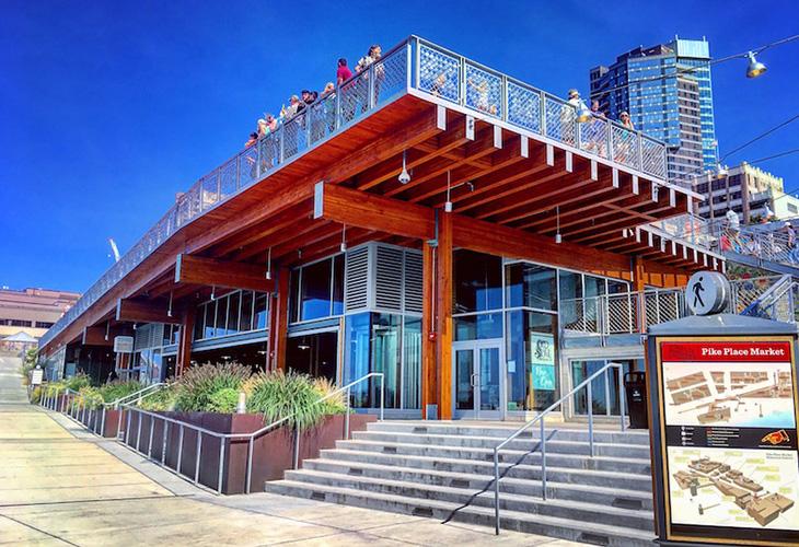 王道の「パイク・プレイス・マーケット」にできた新たな観光名所「パイク・プレイス・マーケットフロント」