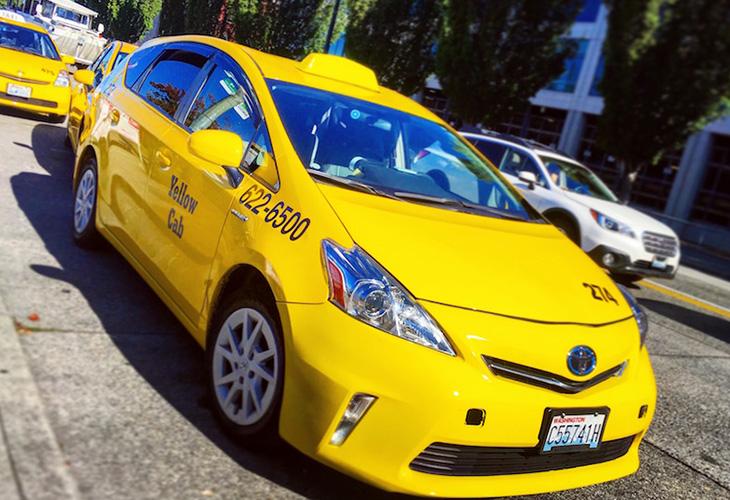 シアトル市内でも良く見かける黄色のタクシー