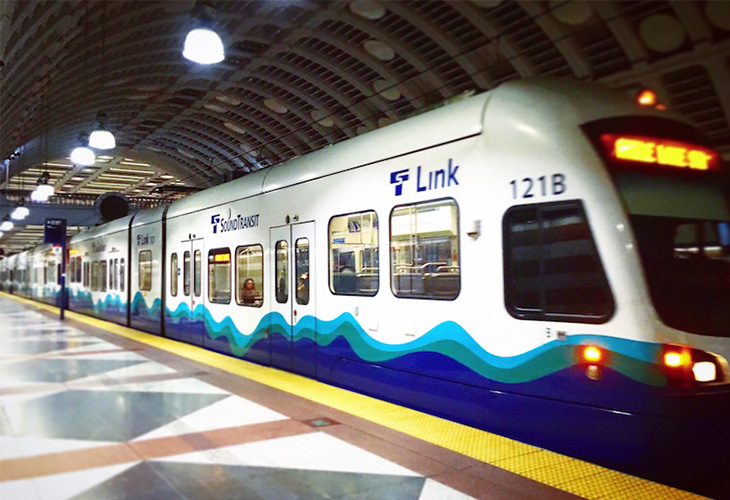 空港からダウンタウンの中心部にあるウェストレイク駅まで行くことができる路面電車「リンク・ライト・レール」