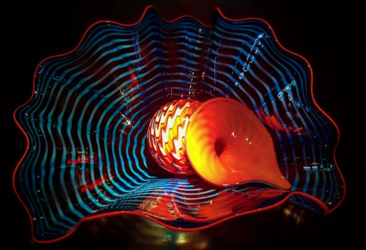 ガラス彫刻界の巨匠デイル・チフーリ氏の不思議な世界観があふれる作品