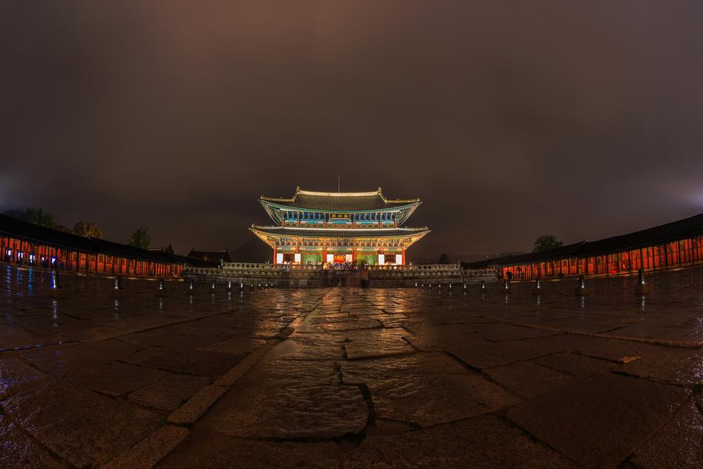 夜の幻想的な景福宮