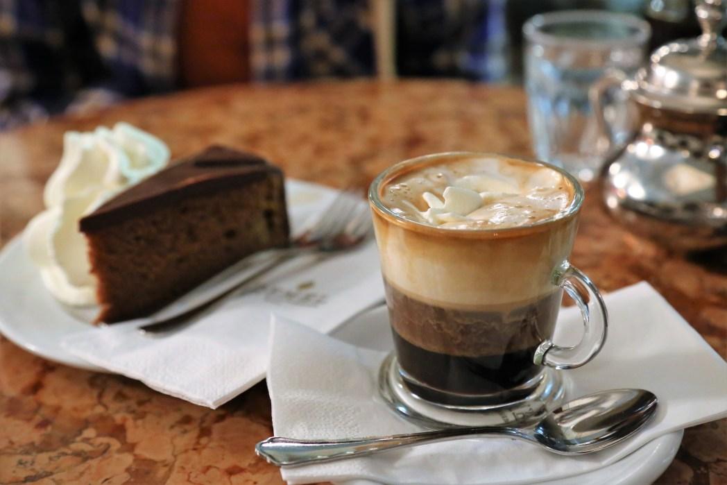 ザッハトルテとウィンナーコーヒー