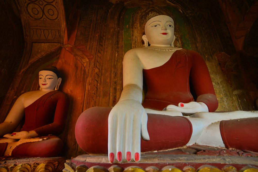バガンの仏塔内の仏像