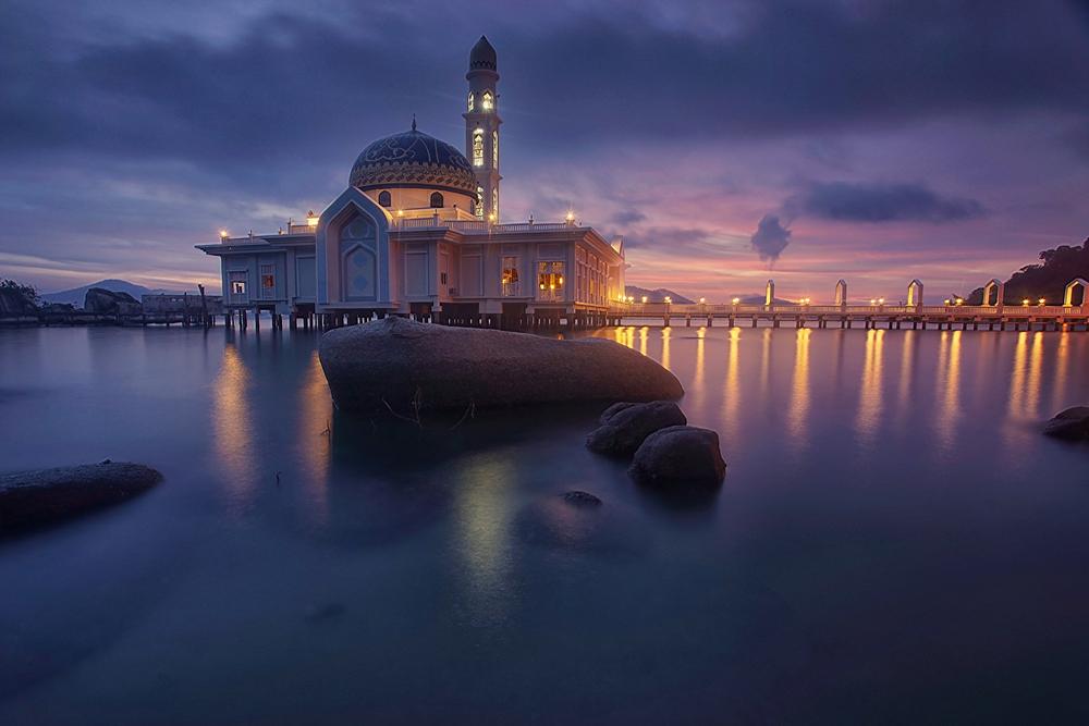 水上に建てられたモスク