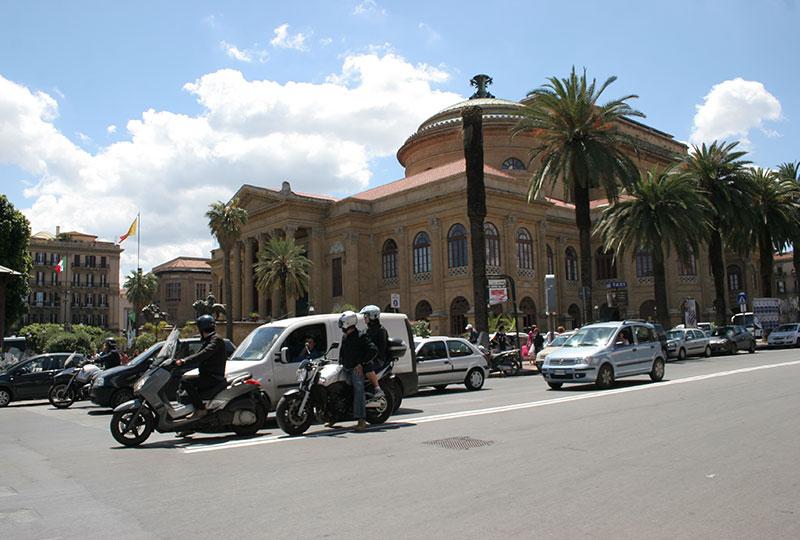 パレルモ国際空港から市内へのアクセスにはバスの利用がおすすめ
