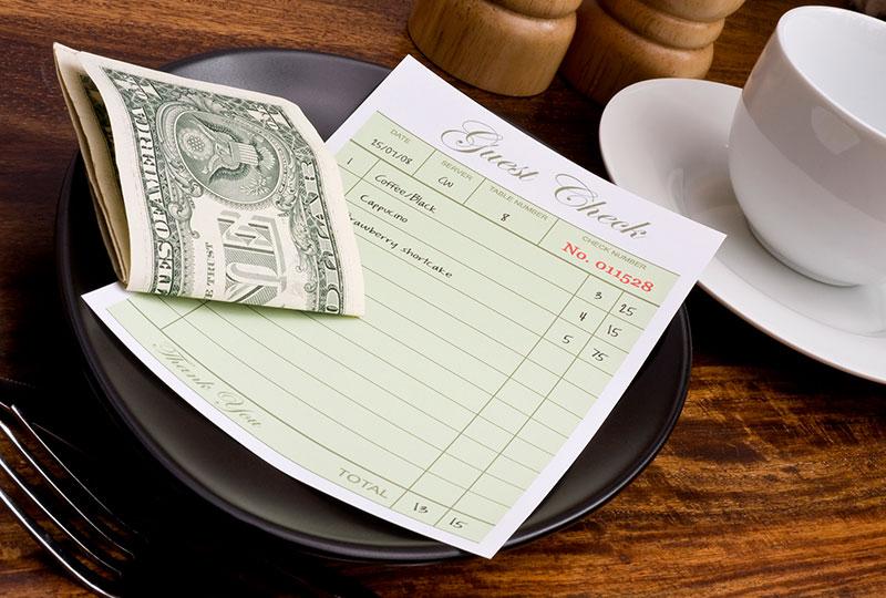 アメリカでは、ホテルやレストラン、カフェなどでチップを支払う風習があります