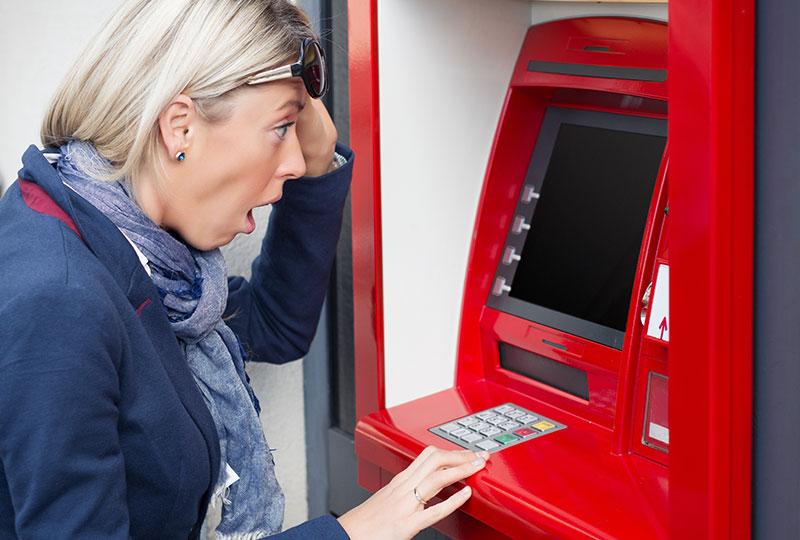 ATMから現金を引き出す際に「お金が出てこなかった!」とかあります
