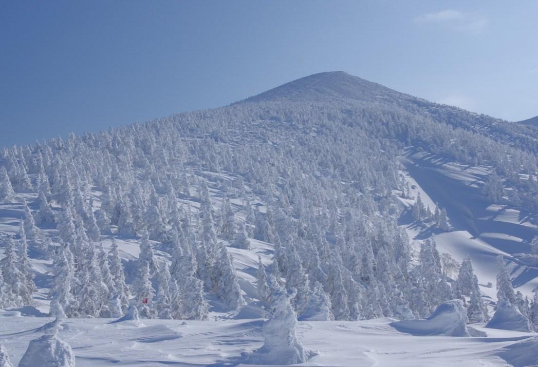 晴れの日に見られる八甲田連峰の絶景