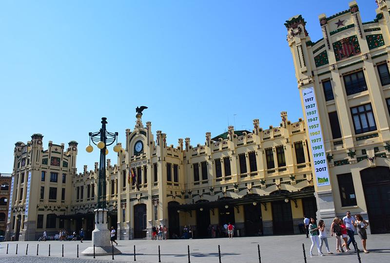 バレンシア北駅から近郊線C3で約1時間