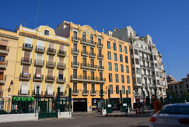バレンシア北駅の真横にあるホテル・ゼニット・バレンシア (Hotel Zenit Valencia)