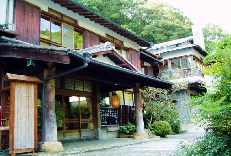 世界遺産に登録された「つぼ湯」のある湯の峰温泉の旅館 あづまや