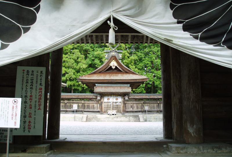 熊野三山の熊野本宮大社の山門