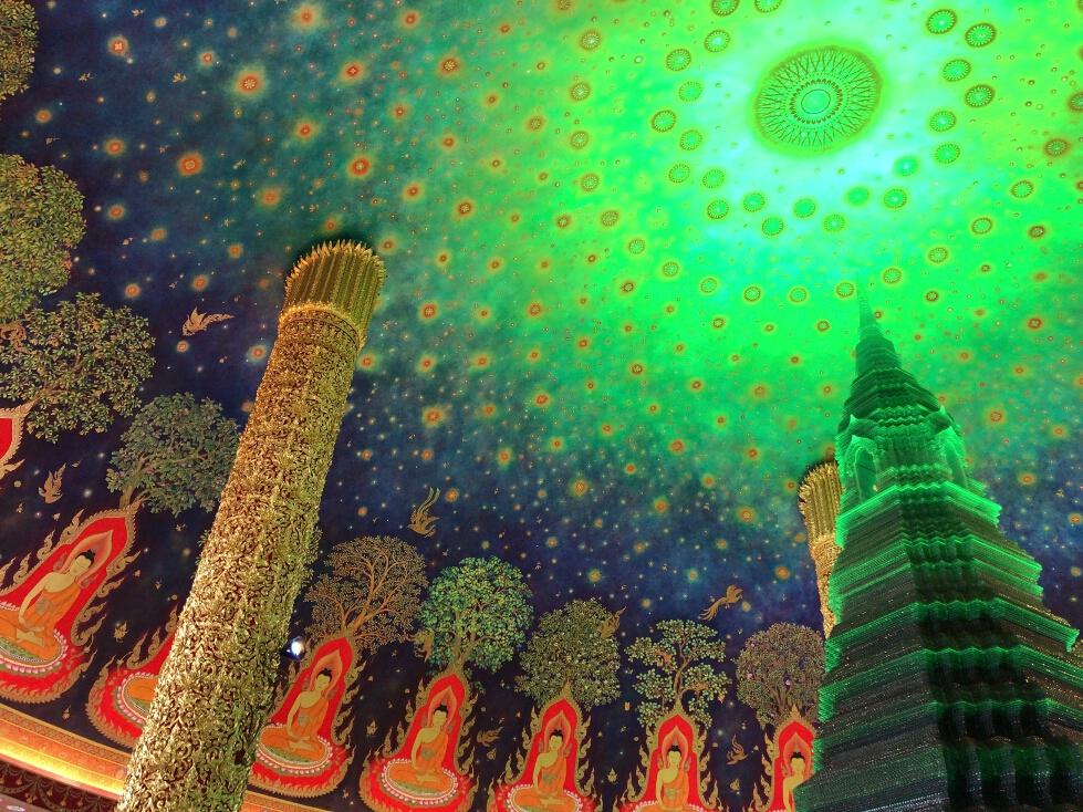 幻想的な天井画で話題のワットパクナム