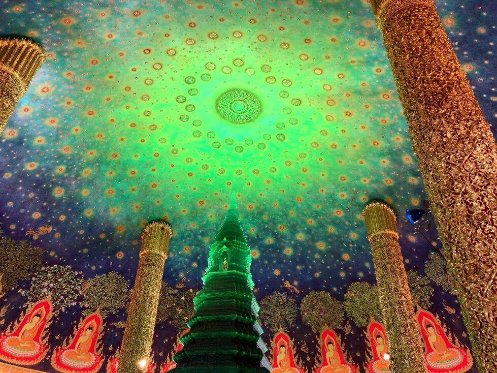 最上階に広がる幻想的な天井画