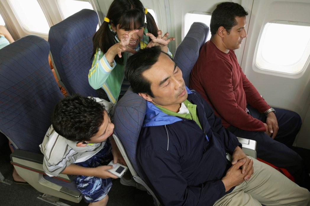 子供と飛行機に乗る際の9つのコツ