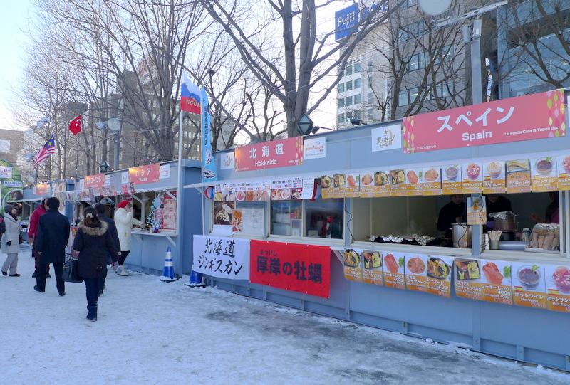 北海道の食べ物や世界各国の料理を販売する飲食ブース