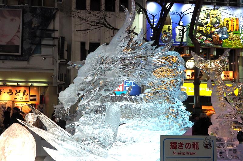 60基もの氷の彫刻が並ぶ「すすきの会場」