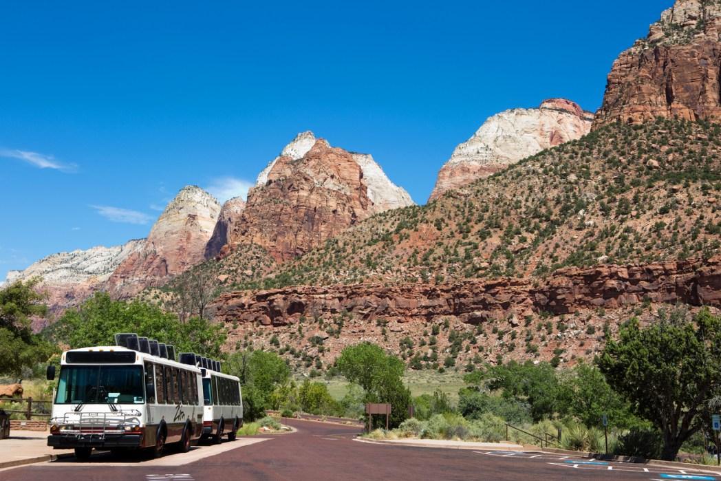 公園内ではシャトルバスを利用して移動